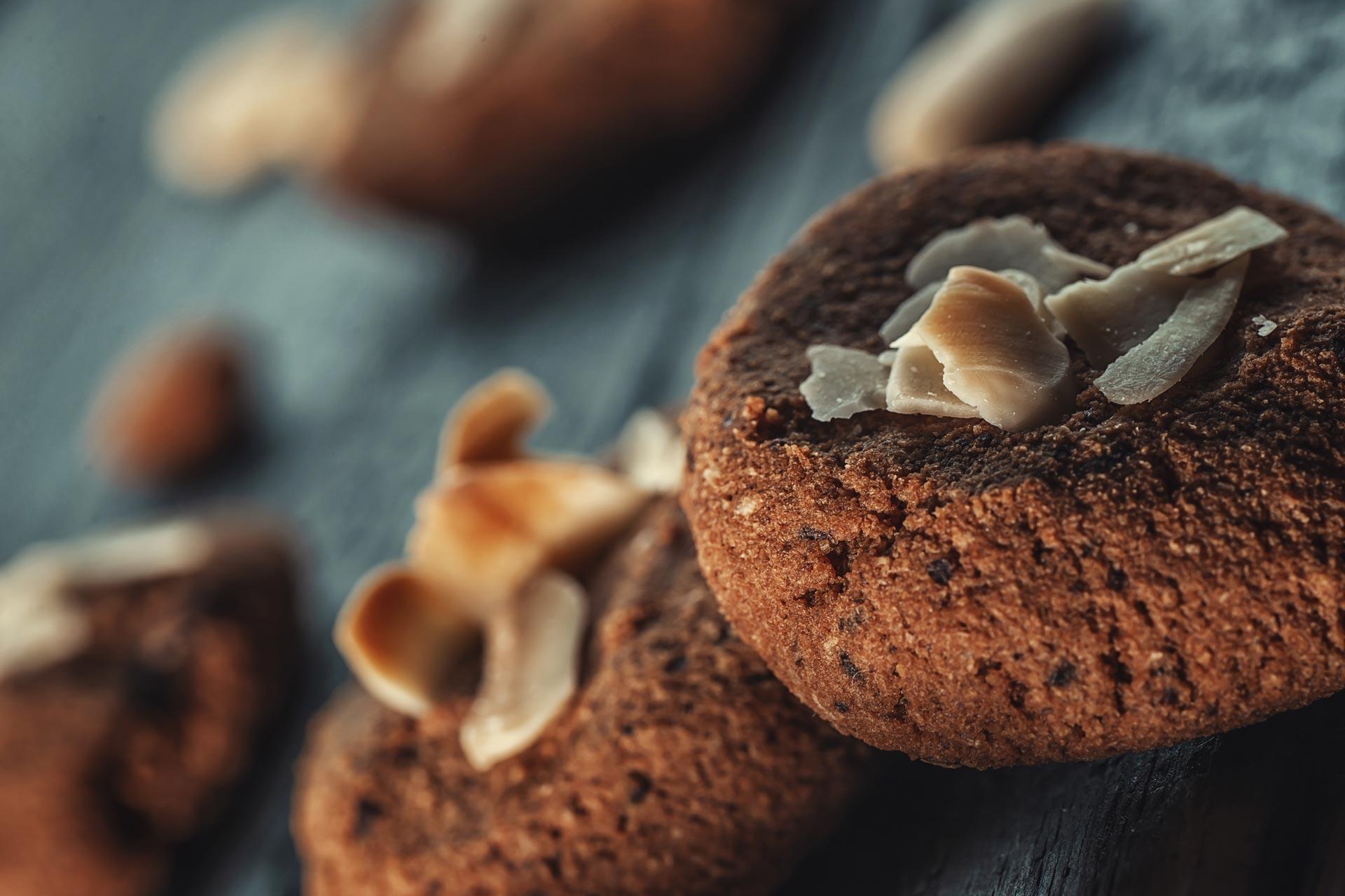 Chiellini frutta secca - ricetta biscotti speziati con cioccolato e mandorle